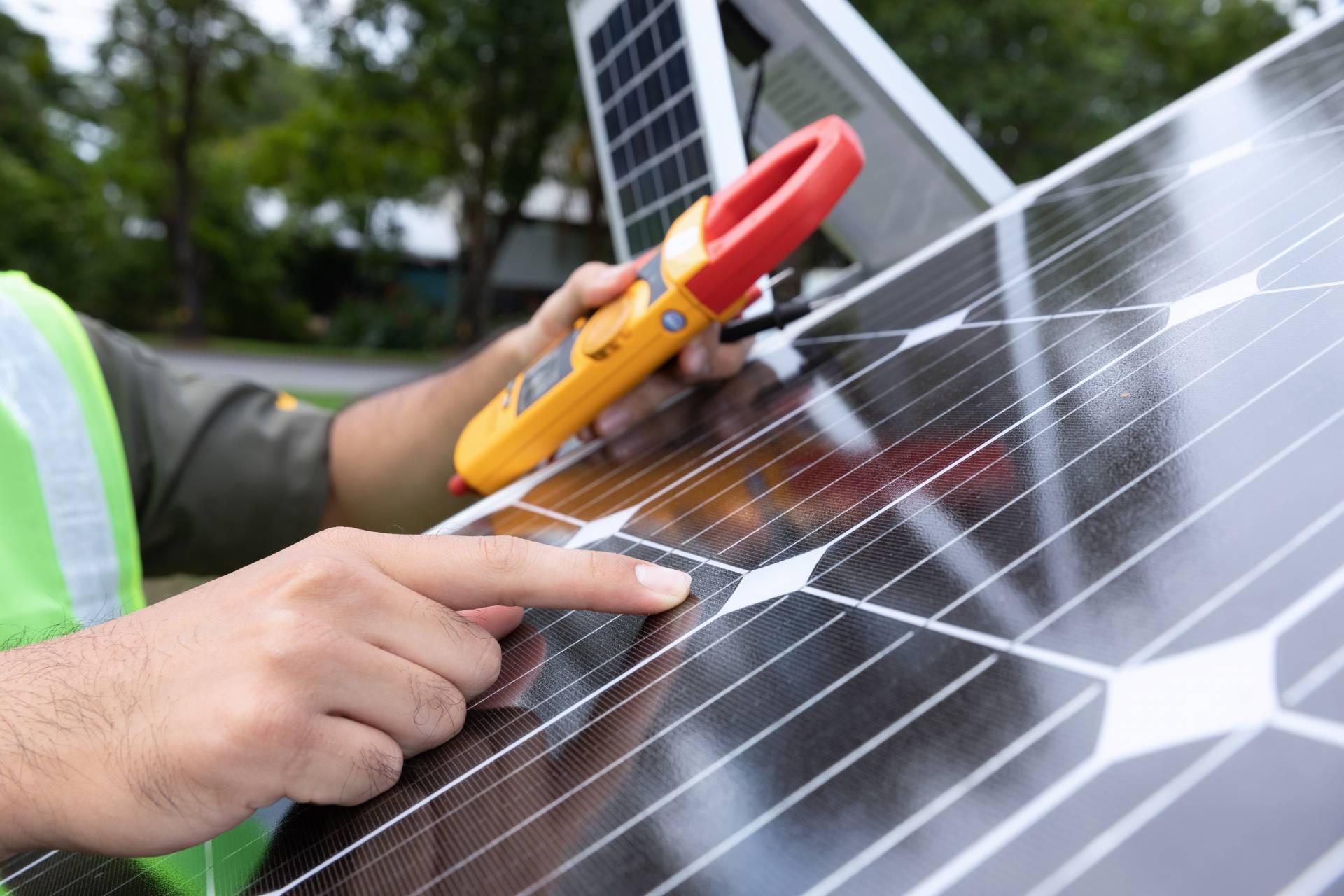 Técnico de paneles solares