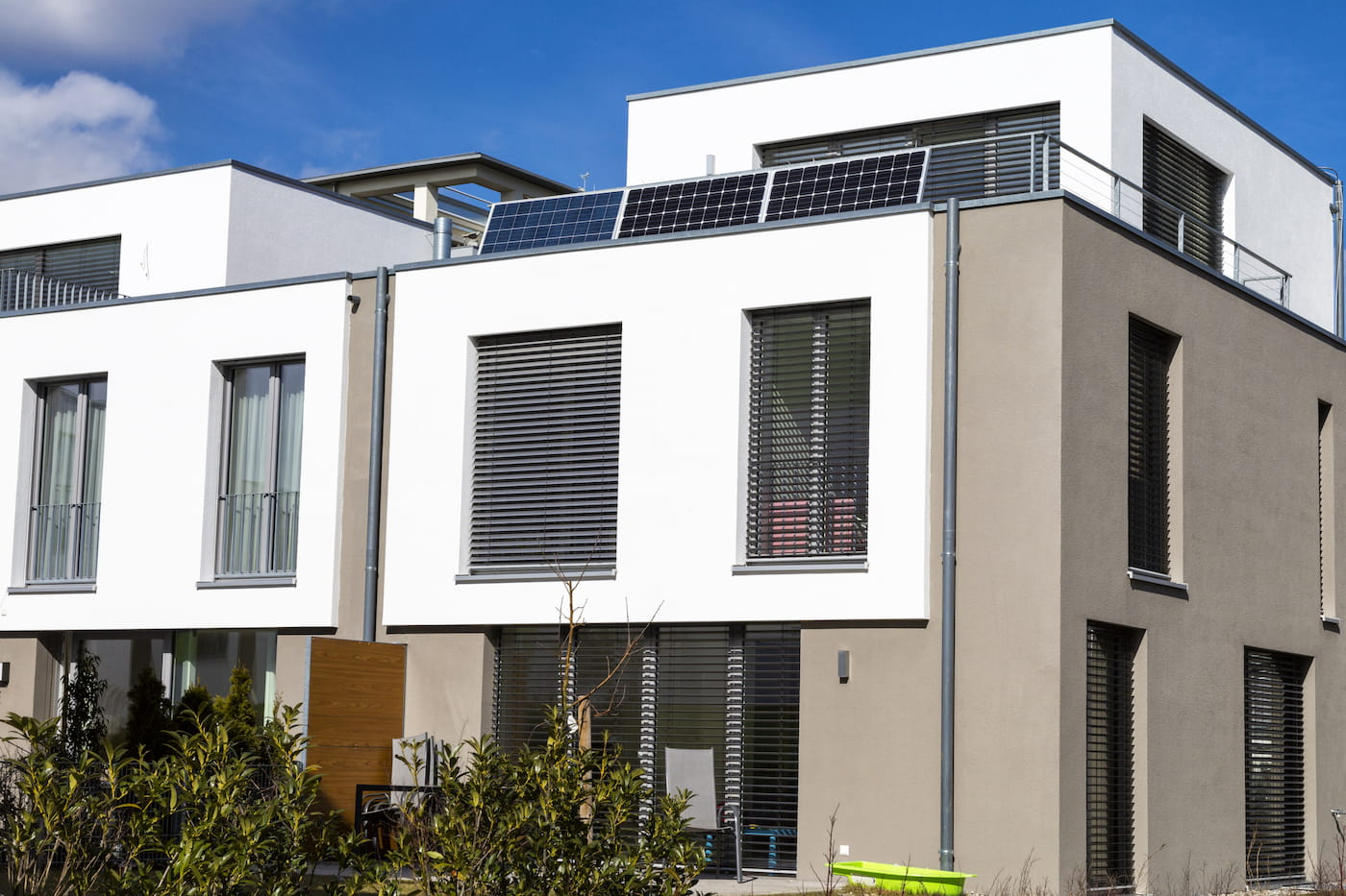 paneles solares en pareados