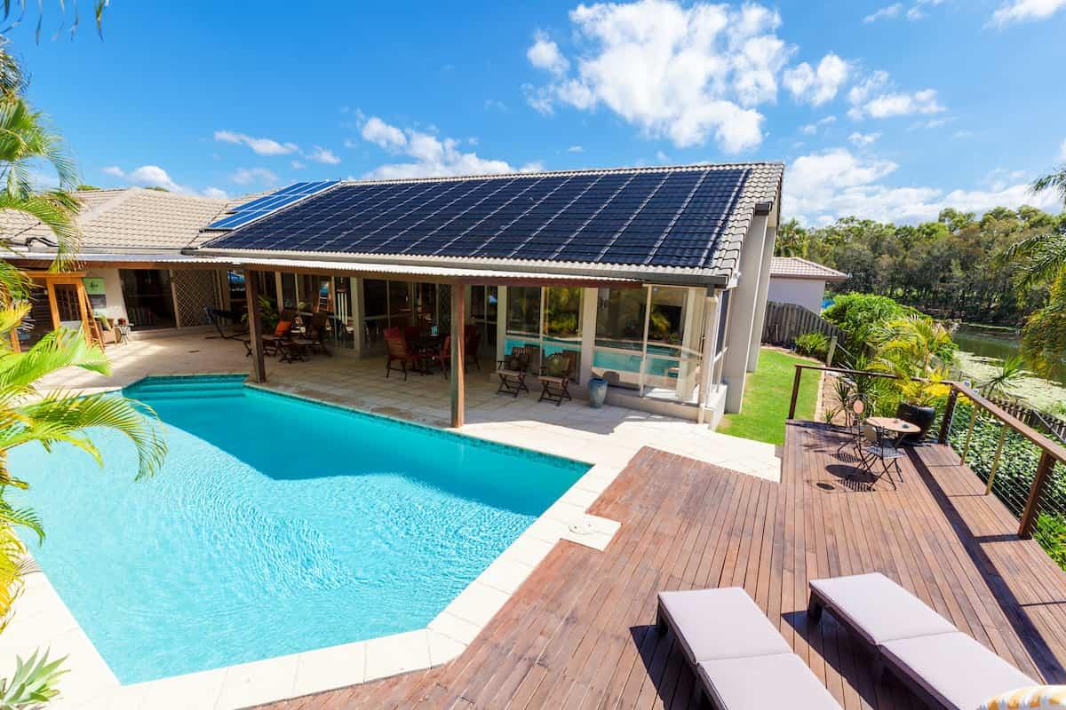 calentar piscina con placas solares